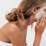 Como cuidar la piel de la cara diariamente desde casa